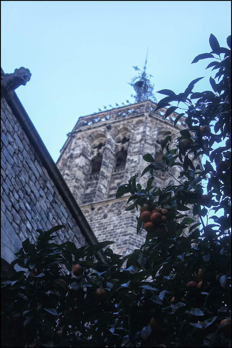 Кафедральный собор Барселоны сочетает в себе черты французской и испанской готики.