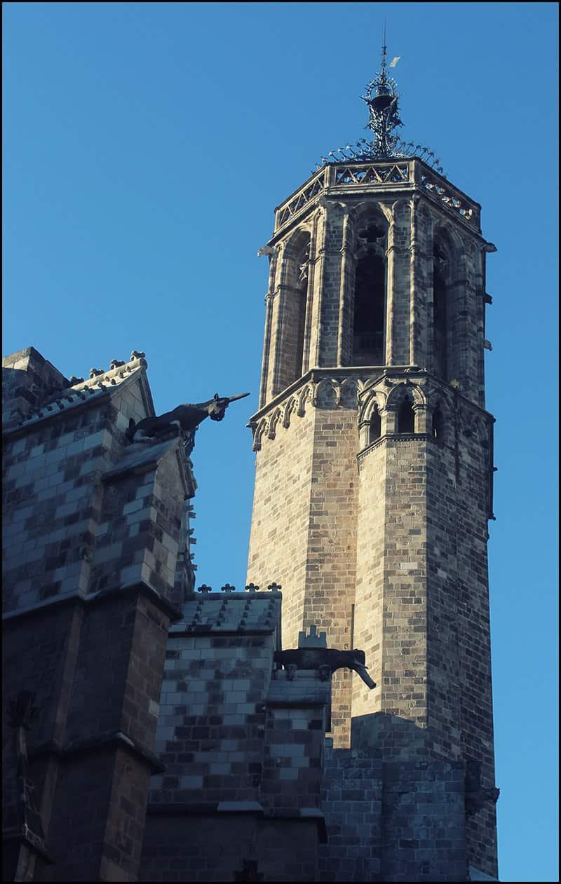 Кафедральный собор имеет две восьмиугольные колокольни, возведенные в конце XIV века