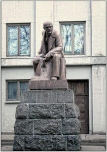 YEtyud-_Lenin-v-kholodnykh-tonakh_.-Moskva.-2014-12271652063-211x300